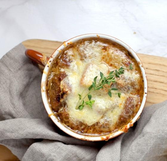 メープル風味のポートワインオニオンスープ